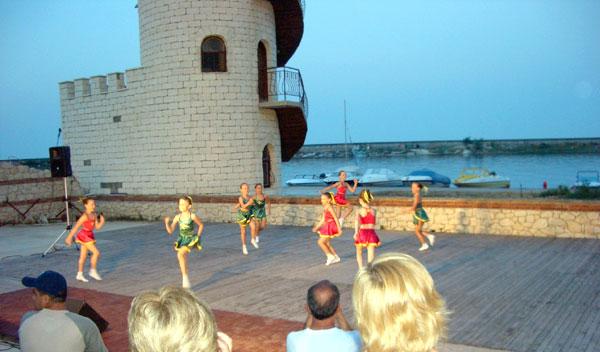 CHORUS e.V. Tanzperformance eines Gastensembles