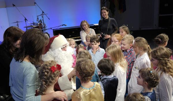 Der echte Weihnachtsmann beim Weihnachtsfest der CHORUS e.V.